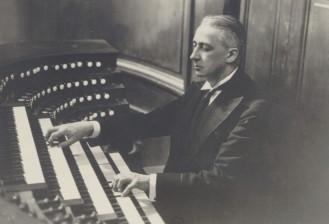 marcel_dupré_à_l'orgue_de_[...]_btv1b8417450s (2)